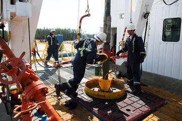 Lạc quan về triển vọng kinh tế thế giới, giá dầu tăng