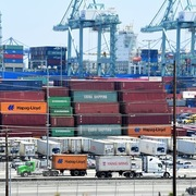 Mỹ thâm hụt thương mại kỷ lục trong tháng 2