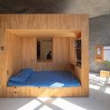 <p> Không gian kho, bếp và nhà vệ sinh được thiết kế gọn gàng với đầy đủ các công năng cần thiết. Nó tạo điều kiện để ngôi nhà có thể được đơn giản và sạch sẽ mọi lúc.</p>