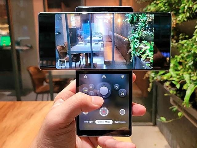 LG Wing với thiết kế chế độ xoay hình chữ T. Ảnh chụp màn hình.