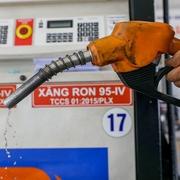 Lo nhà đầu tư nước ngoài 'thâu tóm' thị thường xăng dầu Việt