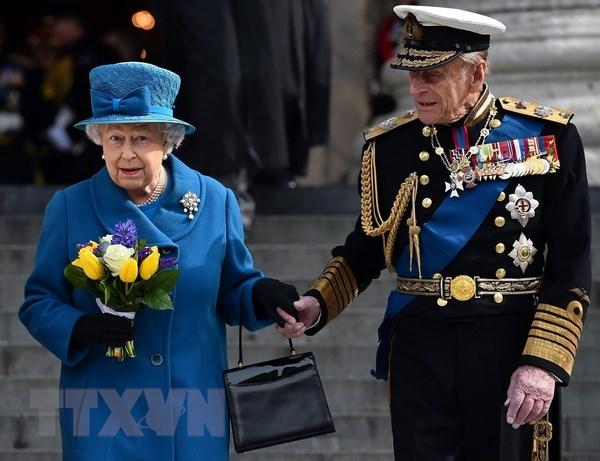 Nữ hoàng Elizabeth đệ Nhị (trái) và phu quân Hoàng tế Philip (phải) tại London, Anh, ngày 13/3/2015. (Ảnh: AFP/TTXVN)