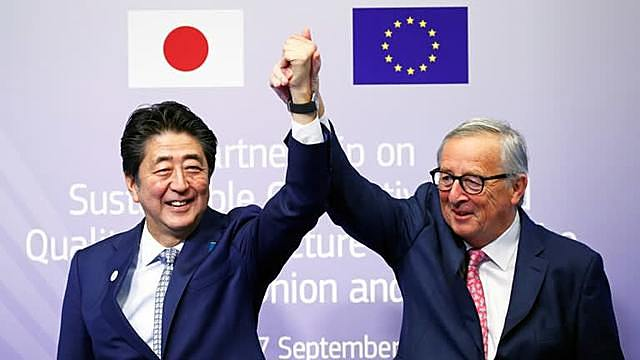 Former leaders European Commission President Jean-Claude Juncker and Japanese Prime Minister Shinzo Abe signed the EU-Japan Partnership to enthusiastic cheers in 2019.   © Reuters