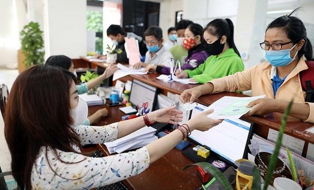 Người dân làm thủ tục BHXH tại TP HCM Ảnh: Ngọc Dương