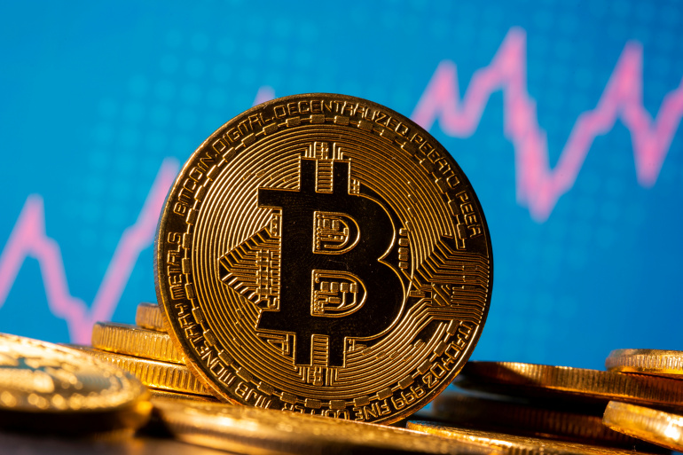 Giá Bitcoin lại vượt 61.000 USD