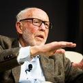 """<p class=""""Normal""""> <strong>4. James Simons: 24,6 tỷ USD<span> </span></strong></p> <p class=""""Normal""""> Quốc gia: Mỹ</p> <p class=""""Normal""""> Jim Simons là người sáng lập quỹ đầu tư Renaissance Technologies – hiện quản lý khoảng 55 tỷ USD. Ông thành lập quỹ này vào năm 1982 và nghỉ hưu năm 2010. (Ảnh:<em> MIT</em>)</p>"""