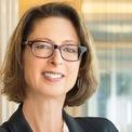 """<p class=""""Normal""""> <strong>6. Abigail Johnson: 20,9 tỷ USD</strong></p> <p class=""""Normal""""> Quốc gia: Mỹ<span> </span></p> <p class=""""Normal""""> Abigail Johnson thay cha nắm giữ vị trí CEO Fidelity Investments từ năm 2014 và trở thành chủ tịch của tập đoàn này từ năm 2016. Fidelity Investments là một trong những tập đoàn dịch vụ tài chính đa quốc gia lớn nhất thế giới, do Edward C. Johnson II - ông của Abigail - thành lập tại Boston năm 1946. (Ảnh: <em>Fidelity Investments</em>)</p>"""