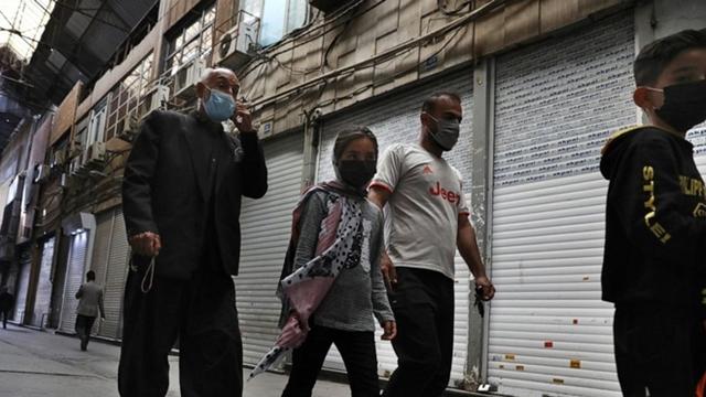 Người dân Iran bắt đầu đợt phong tỏa nghiêm ngặt. Ảnh: AP.