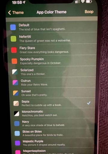 Màn hình ám xanh đang là lỗi bị phản ánh khá nhiều trên iPhone 12. Ảnh: PhoneArena.
