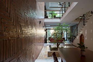 Ngôi nhà ở Hà Nội có 2 tầm nhìn ra khuôn viên trường học đầy cây xanh