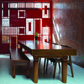 """<p class=""""Normal""""> Hơn thế nữa, bức tường gỗ trang trí ở cuối nhà mang đậm hương vị cổ kính với gam màu đỏ tươi, điểm xuyết những đường phào chỉ và chạm trổ tinh xảo, gợi nhớ hoài niệm về nét văn hóa đặc trưng của miền Bắc Việt Nam.</p>"""