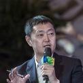 """<p class=""""Normal""""> <strong>6. Zuo Hui: 15,5 tỷ USD<span> </span></strong></p> <p class=""""Normal""""> Zuo Hui là Chủ tịch Homelink, hãng môi giới bất động sản lớn nhất Trung Quốc. Năm 2017, Sunac Real Estate chi 388 triệu USD mua 6% cổ phần của công ty này. Những nhà đầu tư khác của Homelink còn có Tencent và New Hope Group. (Ảnh: <em>Bloomberg)</em></p>"""