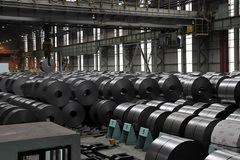 Lo bị siết kiểm soát nguyên liệu thô, giá thép Trung Quốc lao dốc