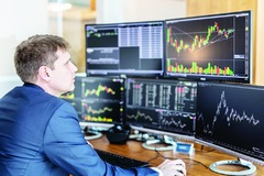 Khối ngoại mua ròng trở lại 185 tỷ đồng trong phiên 13/4, gom mạnh VIC và MSN