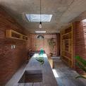 <p> Tầng lửng là không gian của gia đình bao gồm 2 phòng ngủ (một cho hai vợ chồng, một cho em bé trong tương lai), bếp và bàn ăn.</p>