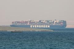 Ai Cập giữ tàu gây tắc kênh Suez, đòi bồi thường 900 triệu USD