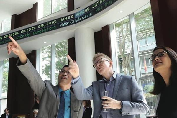 Khối ngoại bán ròng đột biến 991 tỷ đồng trên sàn HoSE trong phiên 14/4
