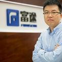 <p> Cựu nhân viên Tencent Li Hua tự thành lập công ty fintech Futu vào năm 2007. Sự bùng nổ của các giao dịch trực tuyến đã thúc đẩy doanh thu công ty tăng gấp ba lần trong năm ngoái, đạt 427 triệu USD, trong khi lợi nhuận ròng tăng 700%. Futu lên sàn Nasdaq, có gần 12 triệu người dùng và thị giá cổ phiếu tăng gần 1.400% trong năm qua. Li Hua sở hữu 7,1 tỷ USD nhờ sự tăng trưởng thần tốc của công ty. Ảnh: <em>Financial Times.</em></p>