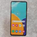 """<p class=""""Normal""""> <strong>Smartphone tầm trung tốt nhất - Samsung Galaxy A52 5G</strong></p> <p class=""""Normal""""> Ở phân khúc tầm trung, Galaxy A52 5G hội tụ đầy đủ các yếu tố phù hợp với người dùng hiện nay: màn hình AMOLED đẹp, tần số quét cao (90 Hz), camera chụp ảnh đẹp, loa ngoài có chất lượng âm thanh tốt và có giắc cắm tai nghe. Tuy nhiên, smartphone của Samsung vỏ nhựa, hiệu suất tổng thể chưa phải ở mức vượt trội so với các sản phẩm ngang tầm.</p> <p class=""""Normal""""> Sản phẩm có giá 7,5 triệu đồng.</p>"""