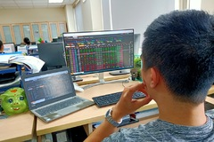 Áp lực bán mạnh, VN-Index giảm gần 9 điểm