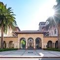 """<p class=""""Normal""""> <strong>7. Đại học Nam California: 15 tỷ phú</strong></p> <p class=""""Normal""""> Địa điểm: Los Angeles</p> <p class=""""Normal""""> Tổng tài sản của các tỷ phú: 58,5 tỷ USD (Ảnh: <em>GC Images</em>)</p>"""
