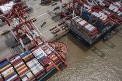 Mỹ kêu gọi Trung Quốc 'dịch chuyển' khỏi xuất khẩu
