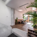 <p> Tuy diện tích căn nhà nhỏ, chỉ 48 m2 nhưng tất cả các không gian trong nhà đều được Story Architecture thiết kế, tạo ra những ô thông tầng, hoặc những mảng kính để giải phóng tầm nhìn.</p>