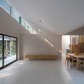 <p> Không gian sinh hoạt của ngôi nhà cũng được bố trí khá đơn giản. Các kiến trúc sư ưu tiên khoảng diện tích trống rộng rãi, làm nơi cả gia đình sinh hoạt.</p>