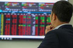 Cổ phiếu lớn bứt phá, VN-Index tăng vọt 22 điểm