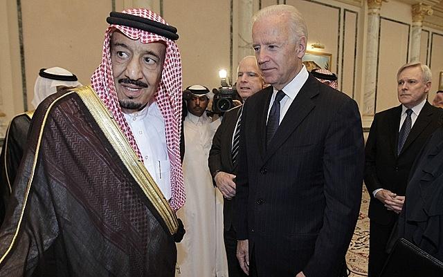 Ông Biden gặp các quan chức Saudi Arabia năm 2011. Ảnh: AP.