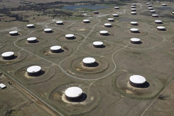 Giá dầu tăng, vàng mất đỉnh 7 tuần