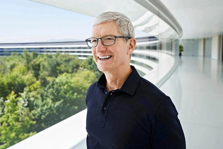 Tim Cook hóa thân thành siêu trộm trong sự kiện ra mắt Apple