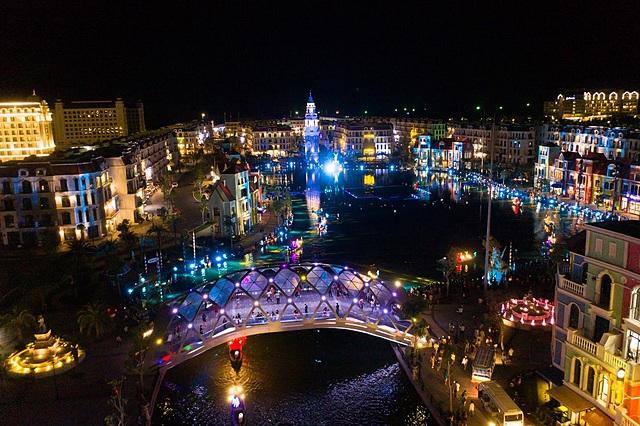 """""""Thành phố không ngủ"""" Grand World lung linh sắc màu ban đêm."""