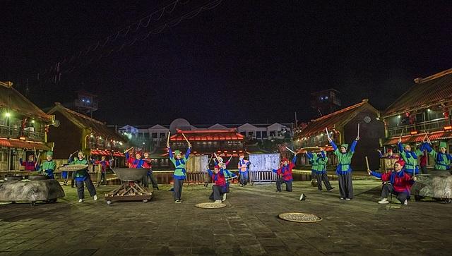 Tinh hoa Việt Nam nhận kỷ lục: Chương trình nghệ thuật thực cảnh sử dụng công nghệ trình diễn 3D hiện đại tái hiện các điển tích lịch sử truyền thống của Việt Nam nhiều nhất.