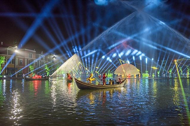 Sắc màu Venice với mức là show diễn trên mặt nước được đầu tư lớn nhất Việt Nam.