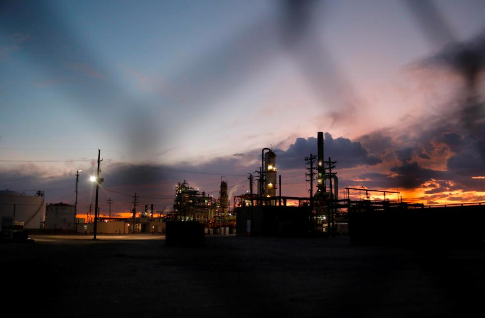 Giá dầu mất đỉnh một tháng vì lo ngại nhu cầu ở Ấn Độ, Nhật Bản