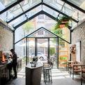 <p> Đây là quán cà phê khởi nghiệp của hai bạn trẻ tại Đà Nẵng. Họ có một tình yêu lớn và niềm tin mãnh liệt vào cà phê Việt Nam. Khởi nghiệp với số vốn ít ỏi, họ đến với công ty kiến trúc 85 Design với mong muốn xây dựng một quán cà phê nhỏ trong một con hẻm ở phố trung tâm.</p>