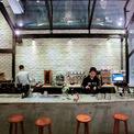 <p> Nhưng điều họ muốn ở quán cà phê này là không gian ấn tượng tuyệt đối ngay từ cái nhìn đầu tiên.</p>