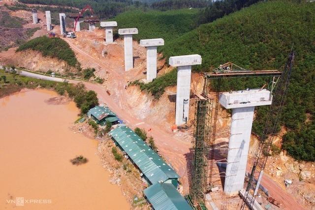 Công trường cao tốc Bắc Nam đoạn Cam Lộ - La Sơn (Quảng Trị - Thừa Thiên Huế)