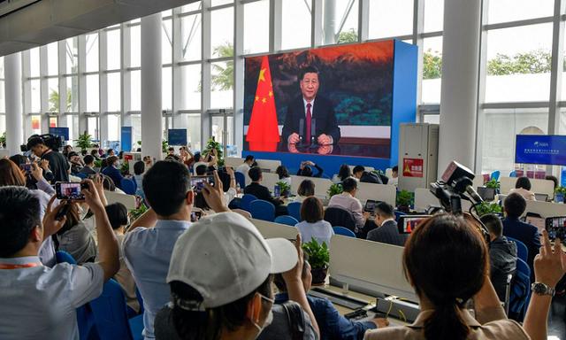 Màn hình phát sóng bài phát biểu của Chủ tịch Tập Cận Bình tại Diễn đàn châu Á Bác Ngao ở Hải Nam hôm 20/4. Ảnh: AFP.
