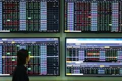 Nhiều cổ phiếu lớn giảm sàn, VN-Index mất hơn 40 điểm