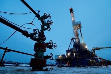 Giá dầu giảm 2%, vàng lên cao nhất gần 2 tháng