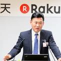 """<p class=""""Normal""""> <strong>7.<span> </span>Hiroshi Mikitani: 7,5 tỷ USD</strong></p> <p class=""""Normal""""> Hiroshi Mikitani là người sáng lập và CEO của Rakuten, """"gã khổng lồ"""" thương mại điện tử của Nhật Bản. Năm 2015, Rakuten đầu tư 300 triệu USD vào Lyft, một đối thủ cạnh tranh của Uber và Mikitani tham gia hội đồng quản trị của công ty này. Năm 2014, Rakuten chi 900 triệu USD mua dịch vụ nhắn tin Viber, cạnh tranh với WhatsApp của Facebook. (Ảnh: <em>Nikkei</em>)</p>"""