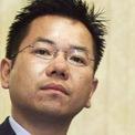 """<p class=""""Normal""""> <strong>9.<span> </span>Yasumitsu Shigeta và gia đình: 5,1 tỷ USD</strong></p> <p class=""""Normal""""> Yasumitsu Shigeta là CEO của Hikari Tsushin, chuyên bán điện thoại di động tại chuỗi cửa hàng HIT Shop của mình. Công ty cũng bán bảo hiểm và thiết bị văn phòng. Trong quá khứ, tài sản của tỷ phú này từng có thời điểm lên đến 42 tỷ USD. (Ảnh: <em>Chaintalk</em>)</p>"""