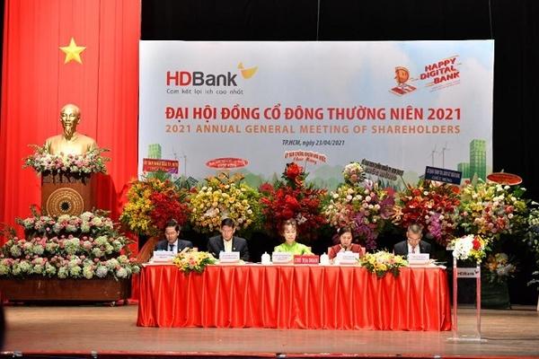 Họp ĐHĐCĐ HDBank: Thu phí bancassurance dự kiến 1.000 tỷ đồng, chưa vội ký hợp đồng độc quyền