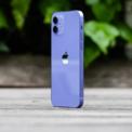 <p> Theo đánh giá từ CNET, màu tím của iPhone 12 ngoài thực tế khá hài hòa và đẹp, không quá đậm như ảnh quảng cáo của Apple. Trang The Verge cũng đánh giá cao màu tím của iPhone 12, khá giống màu sắc trên iPhone 11. Ảnh: <em>The Verge.</em></p>