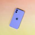 <p> Đây là lần hiếm hoi Apple bổ sung màu mới cho iPhone ở giữa vòng đời nâng cấp sản phẩm. Tháng 3/2017, hãng cũng làm điều tương tự khi trình làng bản màu đỏ cho iPhone 7 và 7 Plus. Ảnh: <em>CNET.</em></p>