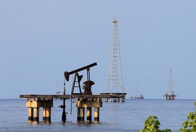 Bùng phát Covid-19 khiến giá dầu giảm 2% trong tuần