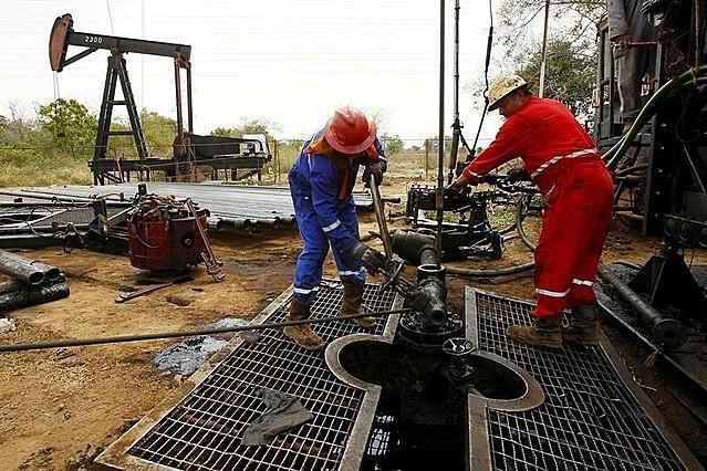 OPEC+ ngày 1/4 quyết định tăng sản lượng 350.000 thùng/ngày trong tháng 5 và 6, hơn 400.000 thùng/ngày trong tháng 7. Ảnh: Reuters.