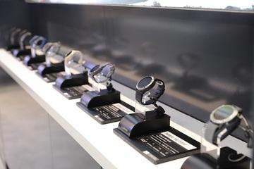 FPT Retail ghi nhận doanh thu kỷ lục, mở cửa hàng đồng hồ Garmin